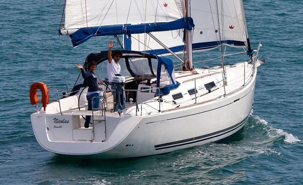 Dufour-365-SAL-Esterno-sada coruña