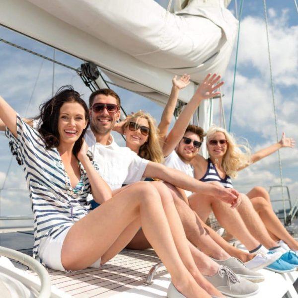 un buen paseo en velero 8 horas con amigos